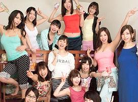 男に飢えまくっている女子大生たちが住む寮で酒を飲んでの乱交パーティ!!