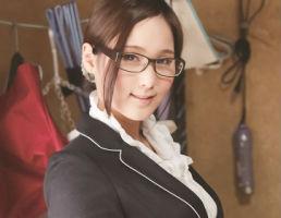 (奴隷妻)メガネをかけた真面目そうな素人妻、面識のない中年オヤジの激ピストンでアヘ顔晒す・・・