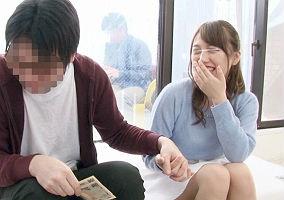 (モニタリング)彼氏が近くにいるのに彼氏の友人の童貞男性を筆おろし、中出しセックスしてしまう彼女!!