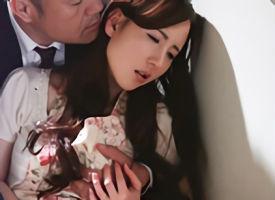 リストラ寸前の夫を守るため、上司に自らの肉体を差し出すことになる色白の美人妻