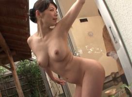 リピーターの男性客が続出している人気温泉旅館、美人女将が性的なおもてなしでご奉仕してくれる!