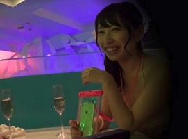 インスタ映え狙って夜のプールに来た素人娘をナンパ! 速攻ラブホに連れ込んでハメ撮りセックス!!
