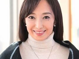 57歳、元国際線スチュワーデスの美熟女がAVデビュー! 久しぶりのセックスで悶絶絶頂!!