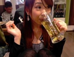 泥酔すると誰のチンポしゃぶりたくなってしまう素人娘と酒を飲んだ結果!