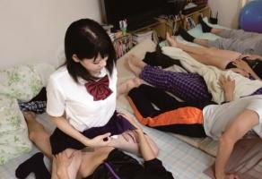 朝起きてから家族全員の性処理オナホールとして仕事をするFカップ巨乳JKの一人娘!