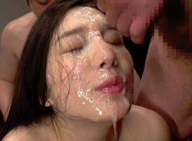 清楚系黒髪美女がチンポをハメられながら特濃ザーメンを可愛い顔にぶっかけられる!