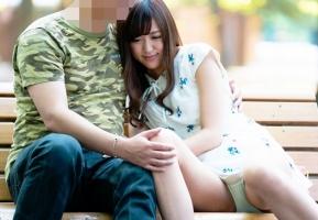 公園でイチャついてる恋人同士、その彼女のほうをナンパ! ホテル連れ込んで寝取る!!