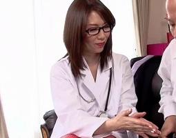 インポテンツを相談しにきた男性患者の肉棒をバキュームフェラで勃起させる淫乱女医!