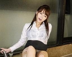 【吉沢明歩】 リクルートスーツ姿の痴女が射精をコントロールする寸止め焦らし足コキ 【tube8】