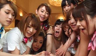 10人のエステ嬢に囲まれるハーレムプレイ!体ひとつで足りないくらいの快感ww