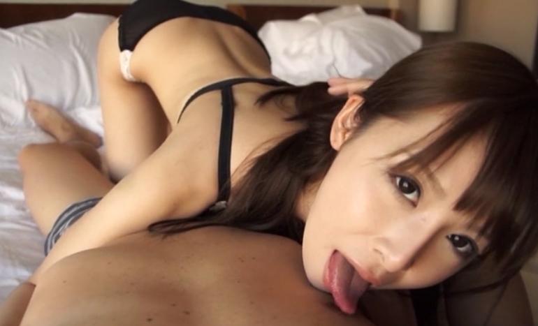【野村萌香】細長いエロ舌を生かして、乳首舐め&裏筋責めフェラ