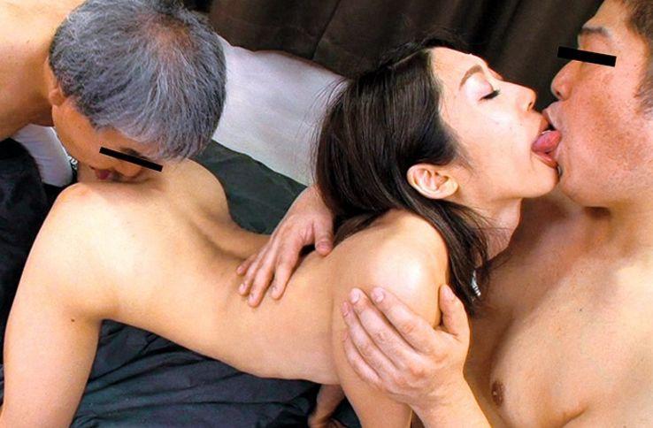 チ●ポを喉奥で咥えるのが好きな若妻。顔やアナルに嬉しそうに舌を這わせ熱いザーメンを口内で受け止める。香苗レノン||