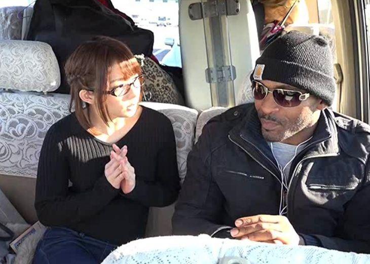 日本にやってきたメガチ○ポ黒人を人気AV女優の麻里梨夏が逆ナンパ。||