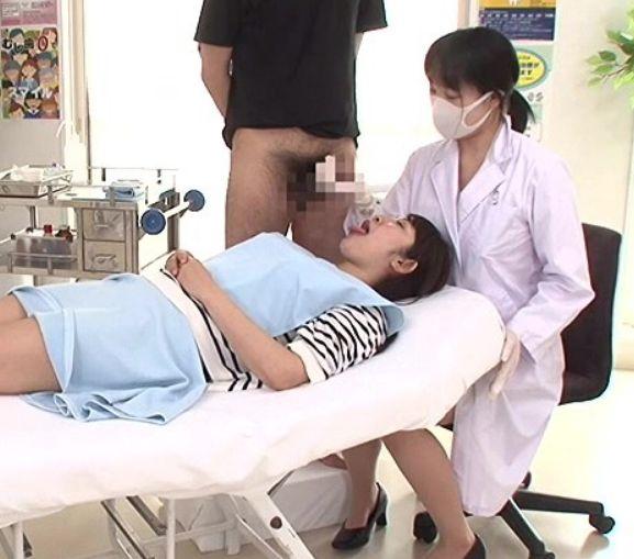 ワイセツ歯科女医が誘導して大きく開けた口にザーメン注入!