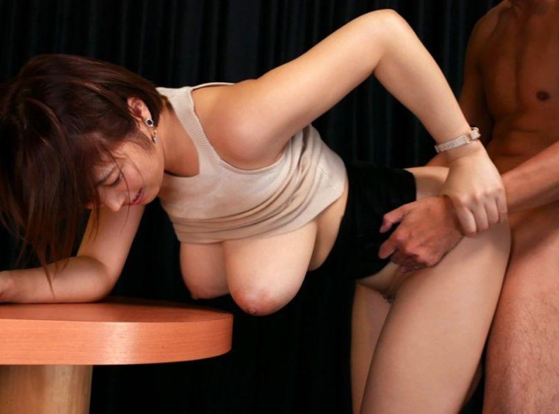 ライブ会場で超透けパイの熱狂パイズリフェラ。今すぐその胸に触れたい!松本菜奈実