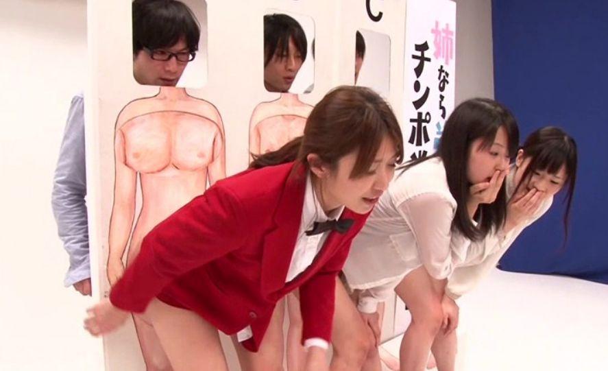 いつもの裸当てパネルに入ってゲームに参加、弟とハメたままご対面!倖田李梨
