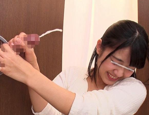【素人参加企画】射精1発10万円!貧乏女子大生が壁から無数に飛び出すチンポを相手に挑戦した結果www