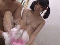 入浴中不覚にも勃起が治まらなくなった父、愛娘をハメる