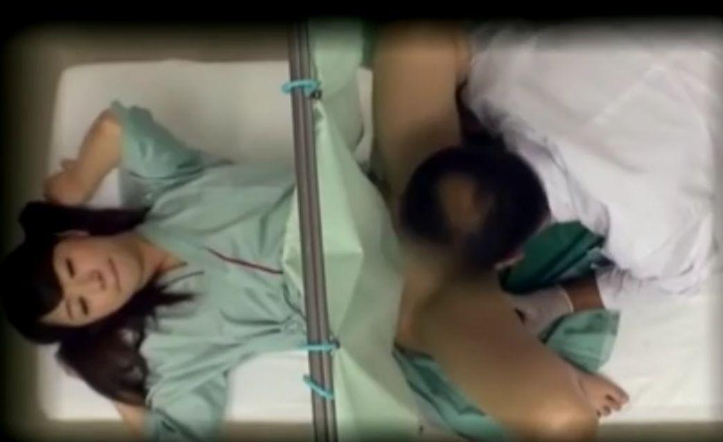 カーテン越しにバイブを入れられたあげく中出しされる患者 初美沙希