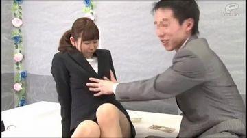 【マジックミラー号】恥じらいながら同じ会社で働く男女が謝礼をもらってハメまくり!普段と違う一面に興奮しまくりっす!!