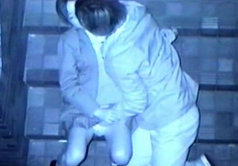 階段でベタベタといちゃつくカップル達を隠し撮り