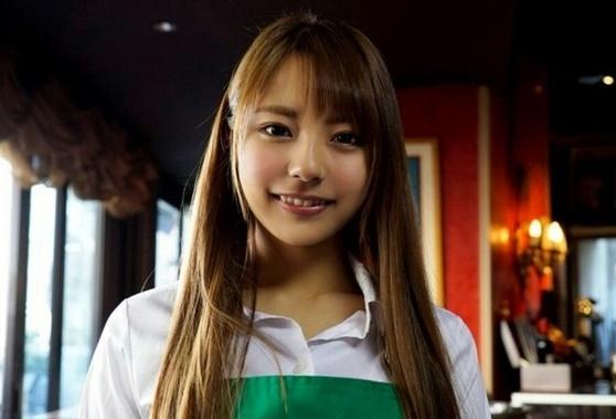 【S級素人】こんな可愛い顔してHが好きとかww港区にある喫茶店のJD店員をを必死に口説いてAVデビュー♪【河南実里】