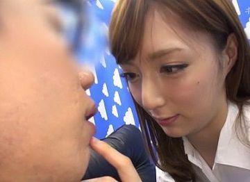 【冬月かえで】キス誘惑ゲームで5分間我慢出来たら5万円!罰ゲームは女上司美女とセックス!!