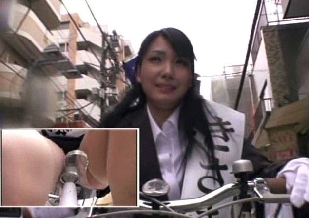 【アクメ自転車】電マ付き自転車に乗ったまま昼間の商店街で選挙活動wwwこれは恥ずい