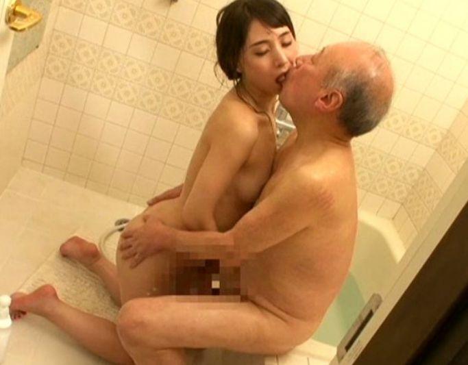 真性痴女の女優がガチで老人相手に性欲を全開している。晶エリー
