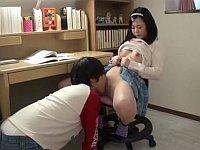 幼馴染みと勉強していたらエッチな初体験をしてしまった女の子
