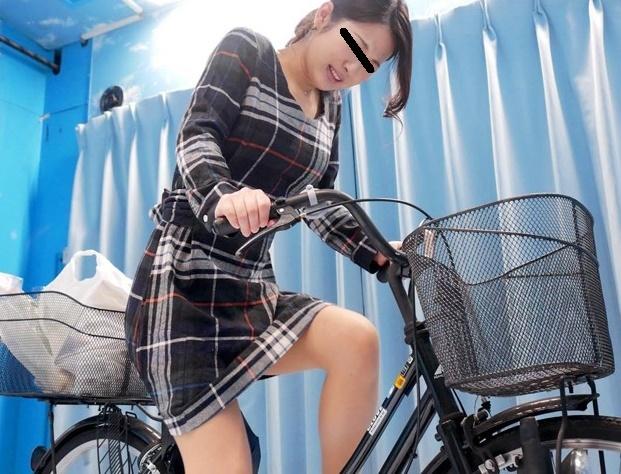 【マジックミラー号】「ダメェェ出ちゃううううう」公衆の面前なのに電マ自転車ではしたなく漏らしちゃう美人ママさん