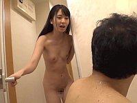 自宅の風呂場になぜか泥酔女子が乱入!勢いで中出ししてしまう......