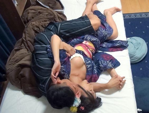 【花火大会・浴衣ナンパ!】百戦錬磨のナンパ師のヤリ部屋で、連れ込みSEX隠し撮り