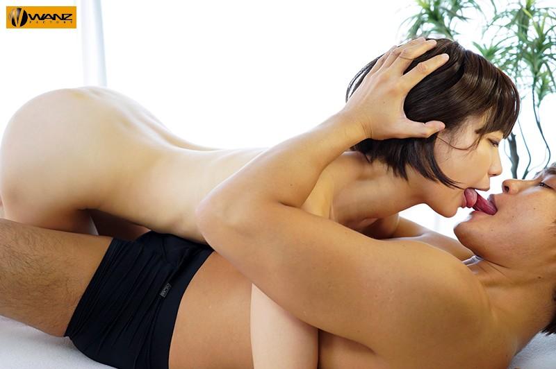 舌が敏感すぎるねっとりキスの逸材AVデビュー 谷坂かな 舐めてるだけでアソコをビチャビチャにする変態気質「ずっとペロペロしてたいの…口の中がとろけちゃう」舌を絡ませ痙攣イキする敏感ベロクリ覚醒ドキュメント