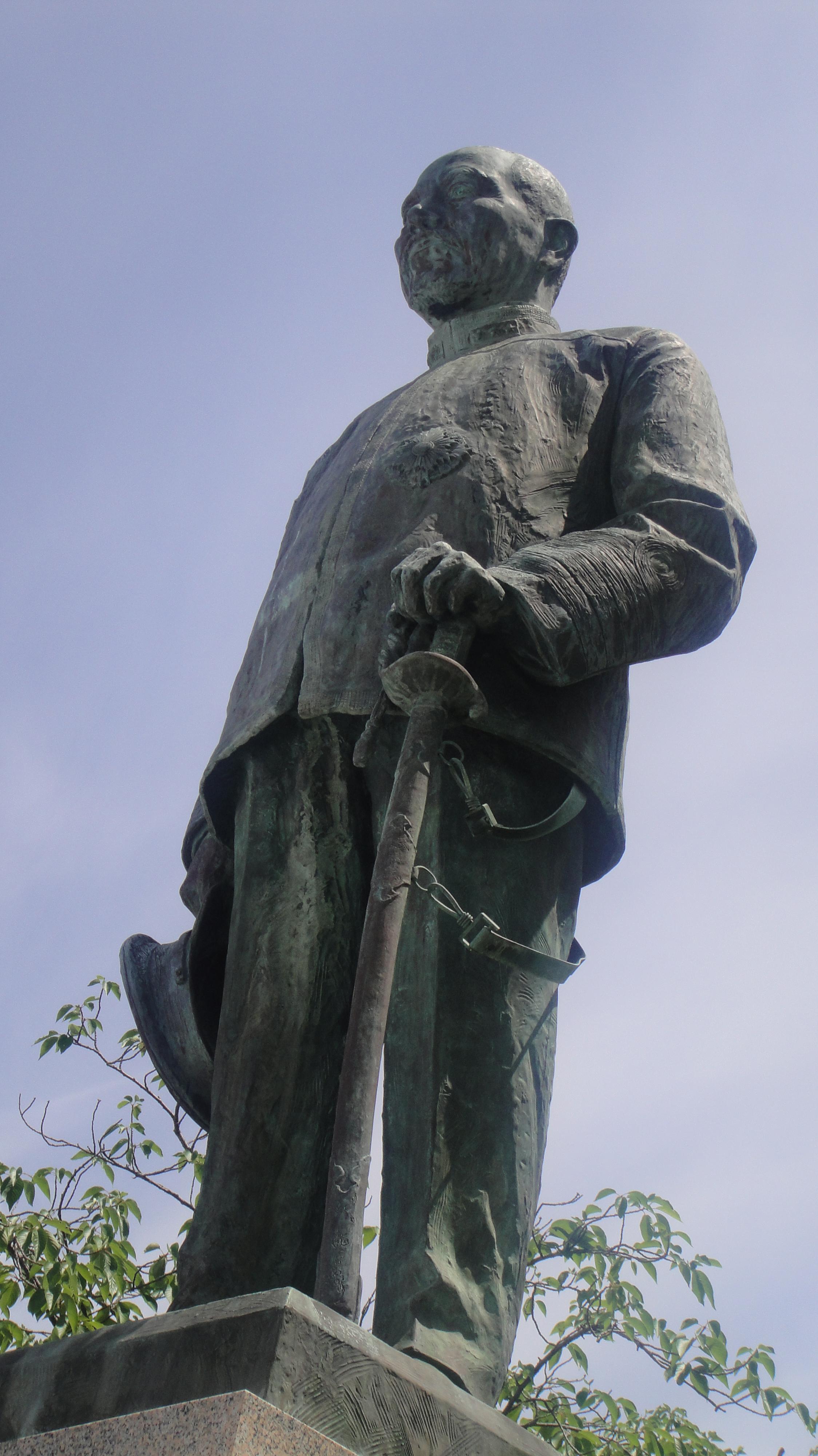 東公園 東郷平八郎提督像