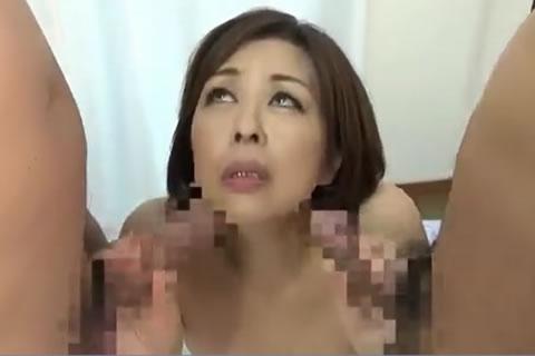 欲求不満の還暦美熟女が若いチンコと熟年チンコを一度にフェラチオして性欲爆発、交互に下のお口で味わっちゃいます!