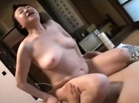 【初美沙希】可愛い顔してむっつりスケベな制服美少女とホテルでハメ撮りセックス