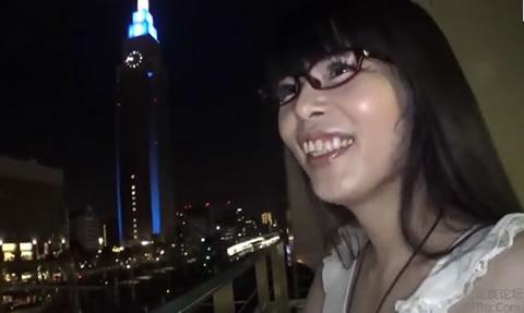 ネコ耳を装着した眼鏡の似合うニューハーフお姉さんが前立腺用バイブをアナルに挿入し昇天しちゃいます!