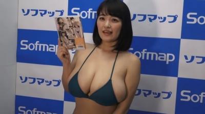 柳瀬早紀の爆乳インタビュー