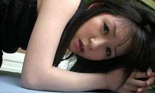 【無修正】色白スレンダーな黒髪美少女が野外で激しい攻めに喘ぎ悶える青姦!