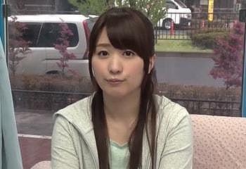 桜木優希音 看護学校に通う貧乳な女子大生がMM号で童貞筆おろし!