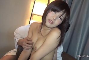 【無修正】ぷにぷに敏感ボディな18歳のシロウト美少女を手マン&電マでズブ濡れにする個人撮影