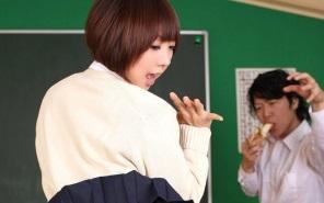【無修正】浅倉奈保美 制服JKのキツキツマンコを教室で乱暴に犯しまくる