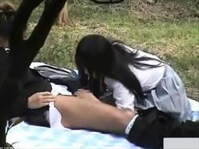 盗撮・カップル 下校途中制服着たまま課外授業に励む彼女が尺八の猛勉強