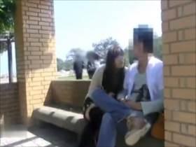 個人撮影 いやいや…人歩いてますけど!?頭悪すぎ夫婦が投稿した野外で堂々フェラ映像