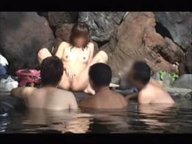 個人撮影 彼女を混浴風呂に入れてエロい恰好させたらどうなる?をモニタリングしてる素人悪ふざけ映像