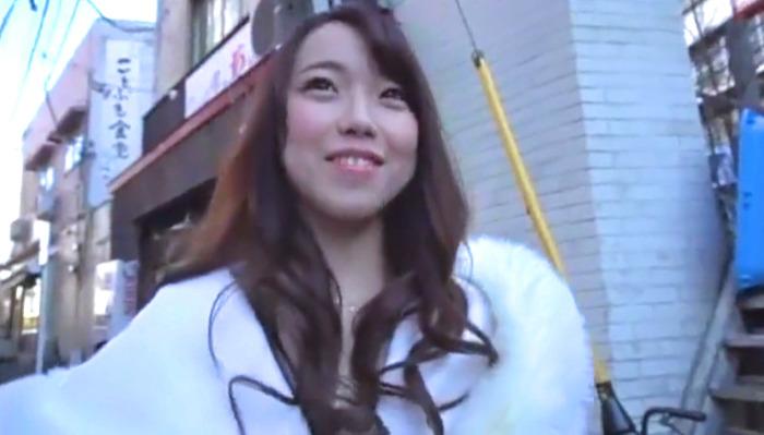 【素人ナンパ】ピンク乳首がエロすぎる可愛い巻き髪女の子をホテルでオモチャ責めして大量顔射!
