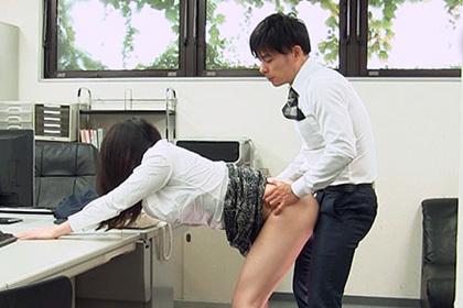 イケメンマッチョのAV男優武田大樹が、スーツからチンポだけ出すエロSEX!