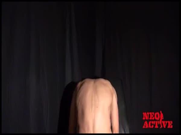 [ノンケ動画]背中で語るイケメン!?爽やかタンクトップとショートパンツで登場したノンケ超イケメン!!男のフェラに大満足!![無料動画]