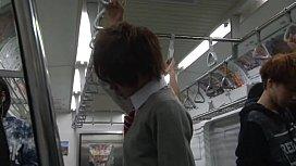 通学中の男子高生が電車で複数の男たちに囲まれアナルを掘られちゃう